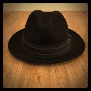 Black Tight-Brimmed Hat